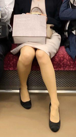 【最高傑作①】超美人キャリアOLのスカートのなかを盗撮&家までストーキング!顔出しあり!神回 発情必至 長編