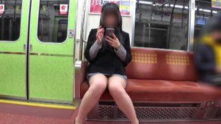 【電車対面パンチラ39】☆三角ゾーン観察記録/肉弾太ももOLさん!