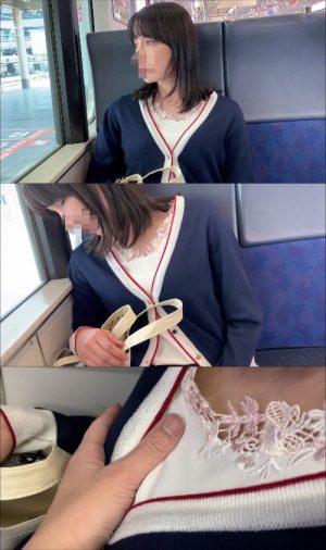 【電車おっぱい痴漢】最高傑作!!清楚な超美女がうとうとしている間におっぱいモミモミ!!乳首もしっかりと撮影!!