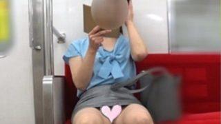【電車対面パンチラ44】☆三角ゾーン観察記録/ポニーテールOLさんの純白!