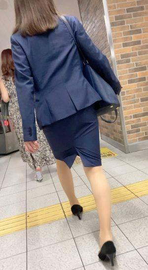 【理想のOL】今が旬の可愛いお姉さんの絶品純白パンツを盗撮!タイトスカート【神回】
