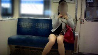 【電車対面パンチラ24】☆三角ゾーン観察記録/映える美脚の彼女!