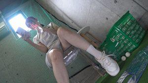 ゴルフ練習場で汗がしみ込んだパンティーを盗み撮りされた美脚お姉さん