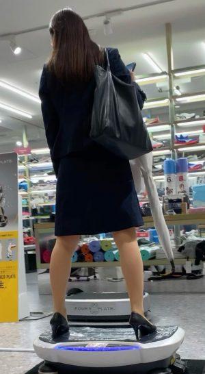 【S級OL】彼氏持ち美人お姉さんのどエロい純白パンツを盗撮!