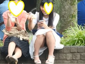 お座り美少女発見!!(FHD)大変です!!パンツが見えてますよ48