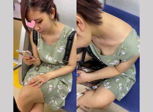 [4K]エッチな交渉】電車で見つけた胸チラ女子にお金お渡しておっぱいお触り&手コキぶっかけ