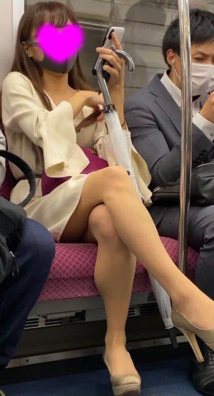 【最高傑作】可愛すぎる美脚お嬢様の純白パンツを盗撮!顔出し!女子大生