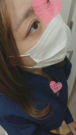 DUCK003 《乳首チラ》タイトスカートガバシャツの綺麗お姉さん 薄焦げ茶の乳首丸見え気付いていない。