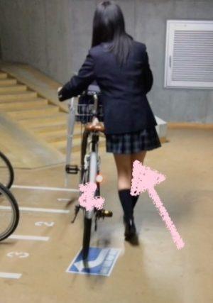 制服女子をストーキング vol.2 〜バレても無理やりめくります〜