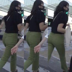 セクシーデニム4*長身スレンダーなモデル体型美女に男たちの熱い視線が注ぐ‼