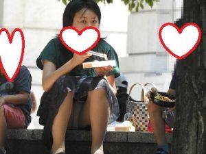 こりゃ~たまらん!!(FHD)NO8:おっぴろげの綺麗なお姉さん!!パンティーが見えすぎです!!(笑)