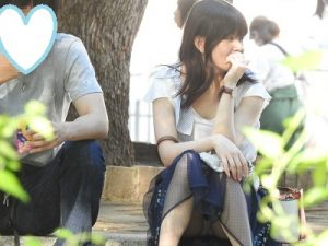 (FHD)NO9&NO10:おっぴろげの綺麗なお姉さん!!パンティーが見えすぎです!!(笑)