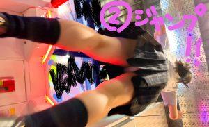 #4 お尻ぷるぷる揺れすぎ!ゲーセンで全力ジャンプ&脚バタバタダッシュJKのピンクP
