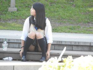 制服姿の可愛いコを発見!!(FHD)大変です!!パンツが見えてますよ6