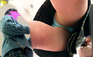 #20 黒髪私服JKちゃんにガッツリ声かけ!タピオカに夢中なスカートの中身、脚開きすぎ。