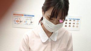 【看護師パンチラ】はみ出しハプニング!!美脚ナースのギャップ萌えパンチラでノックアウト!!