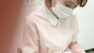 【看護師パンチラ】血小板ちゃん似のロリかわナース!!上付きま○この飛び出しハプニング!!