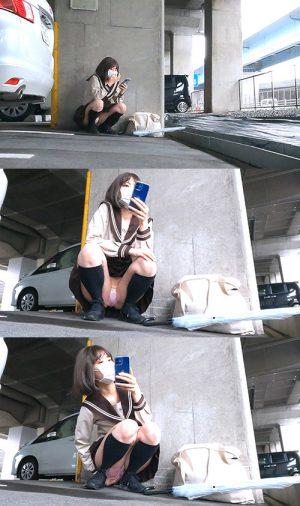 【股間べっちょり】ぴっちりエロパンツのセーラ○服激カワ○K!スマホに夢中で脚が開いていく!_TPC-026
