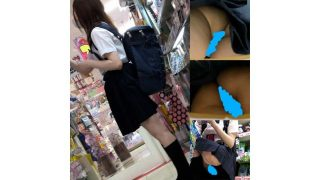 【ノーパン!?】ドン・〇ホーテにいたハーフ制服美少女の生ケツ盗撮!